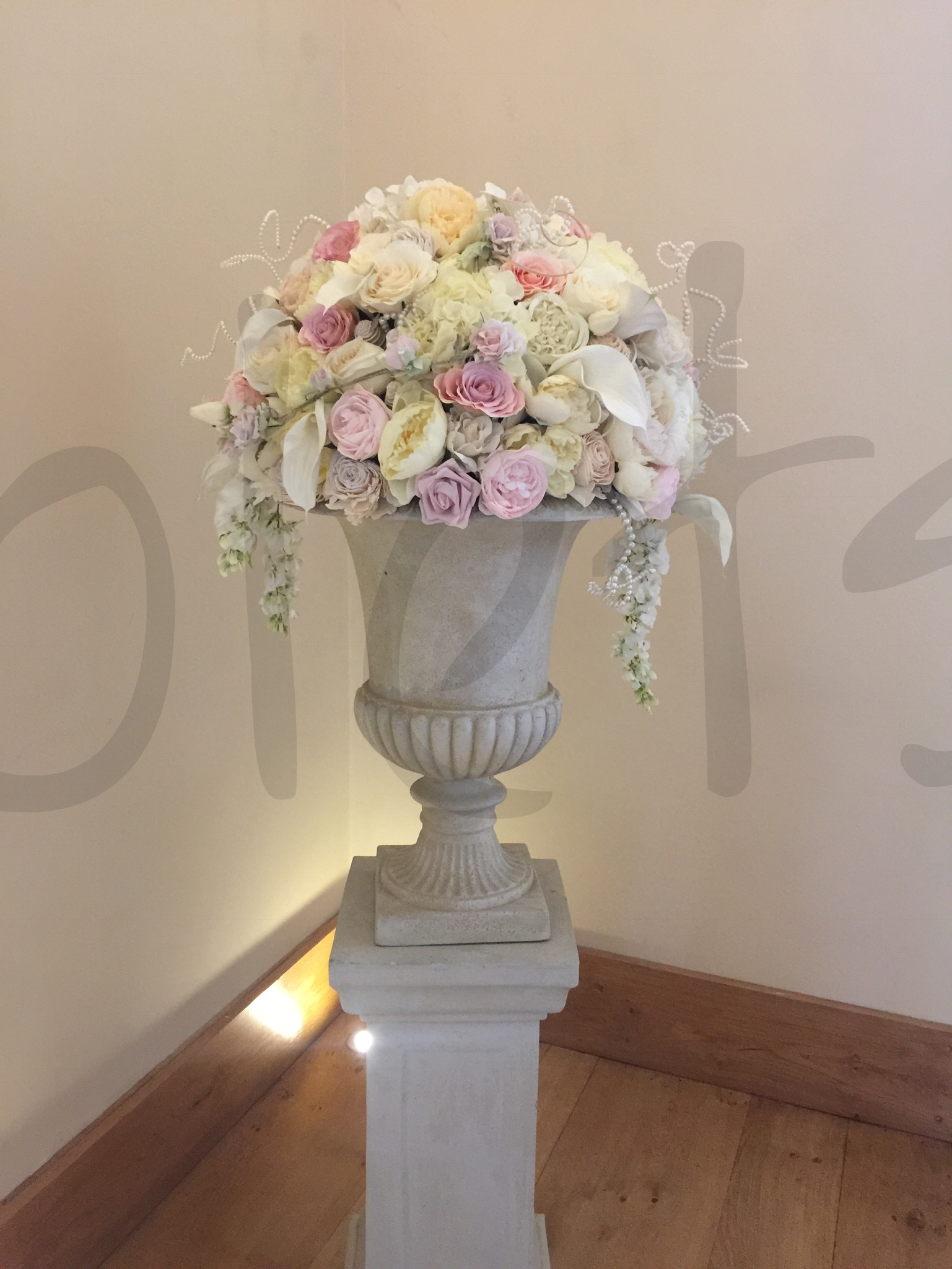 floral-urn-wedding-decoration