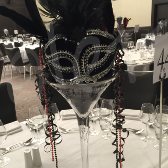 masquerade-themed-table-centrepiece