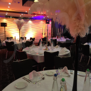 ostrich-feather-black-white-table-decoration