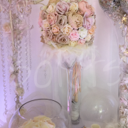 creme-pearl-feather-table-decoration
