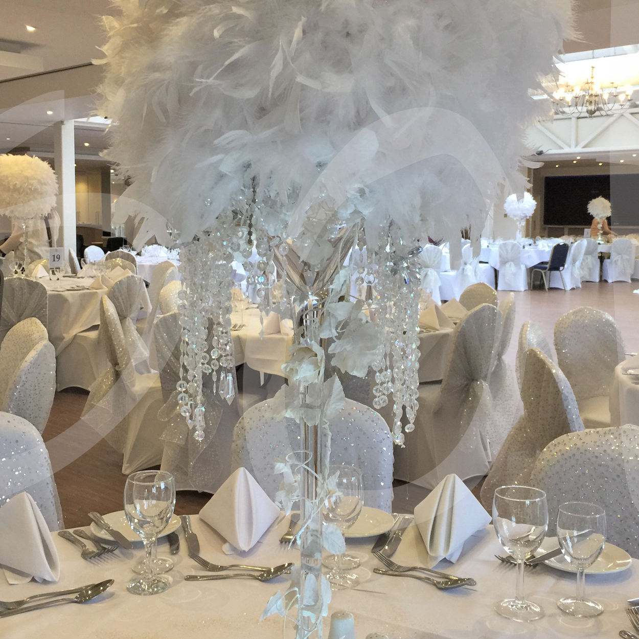 enchanted-feather-table-decoration-12d