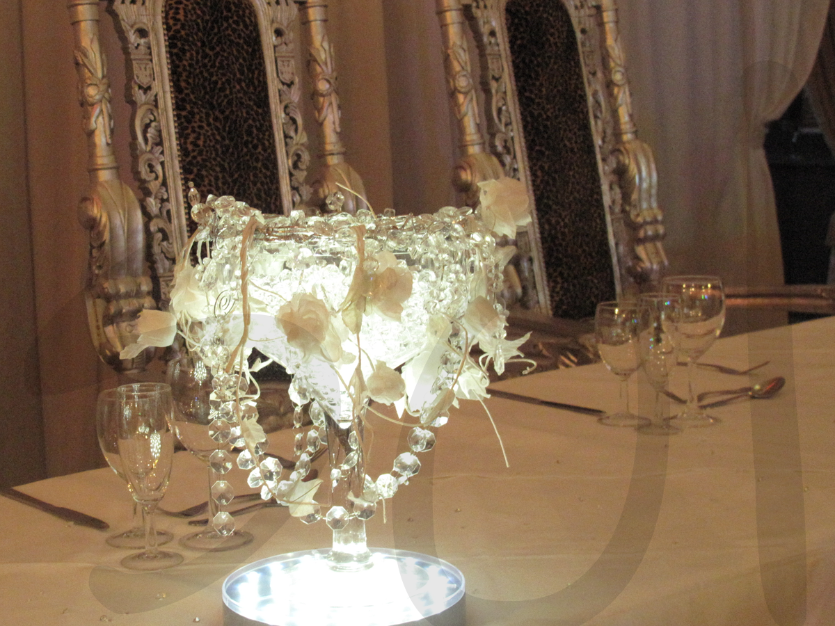 crystal-head-table-decoration