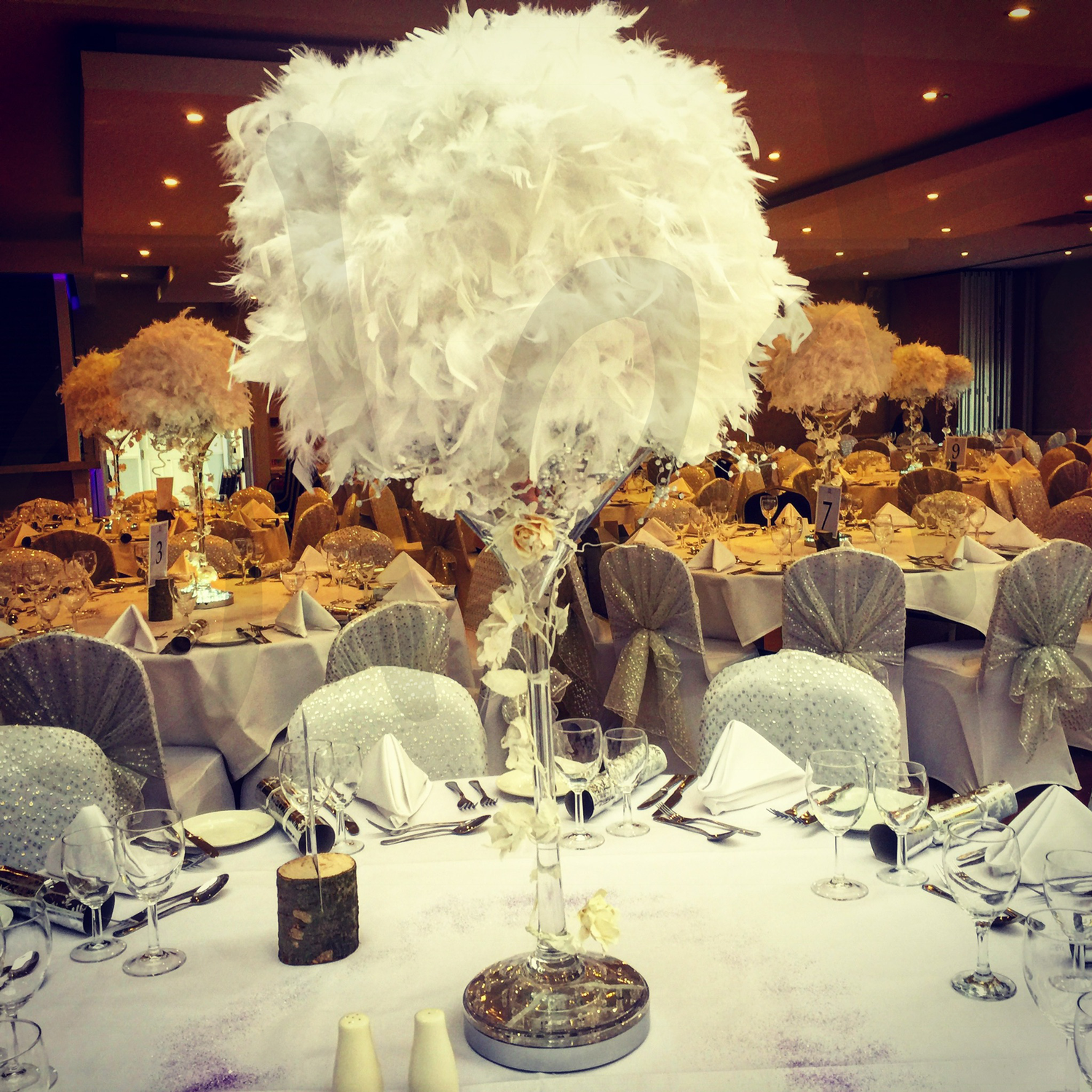 enchanted-feather-table-decoration