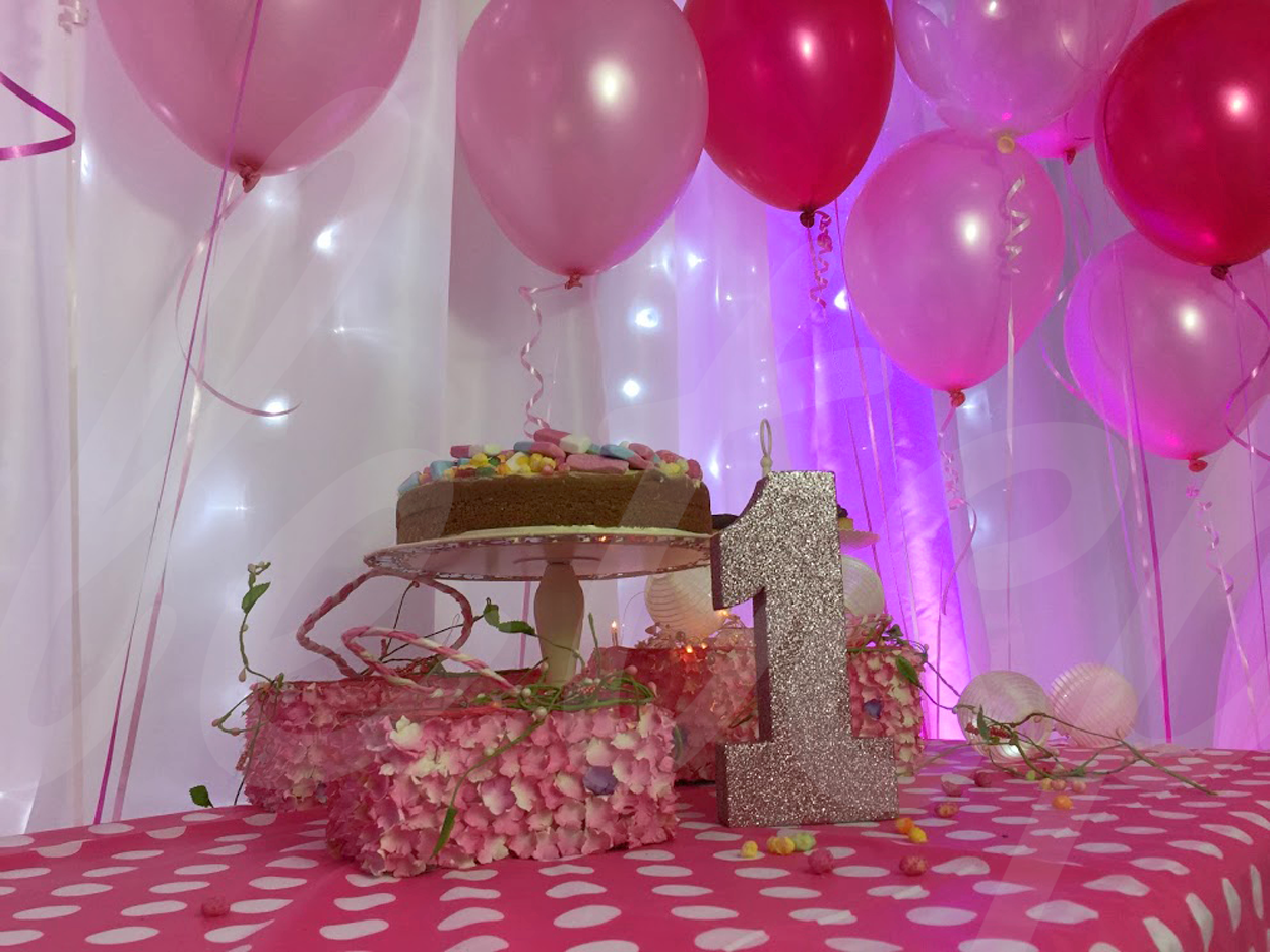 first-birthday-girls-cake-table-decoration