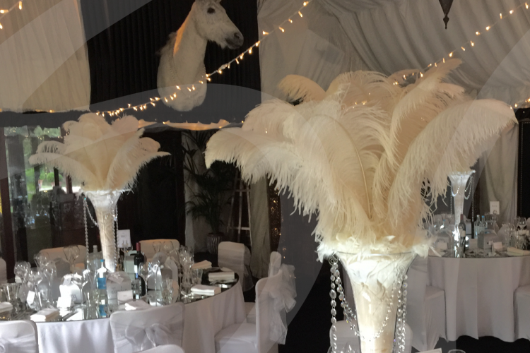 hire-Ostrich-feather-table- decoration