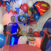 heros-themed-party-decor