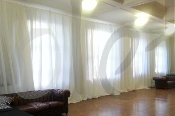 white-gathered-drape-backrground