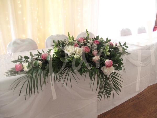 fresh-floral-head-table-decoration
