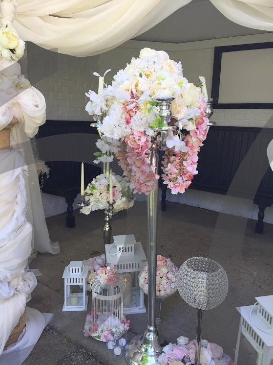 floral-candelabra-decoration
