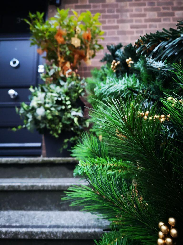 themed-christmas-tree