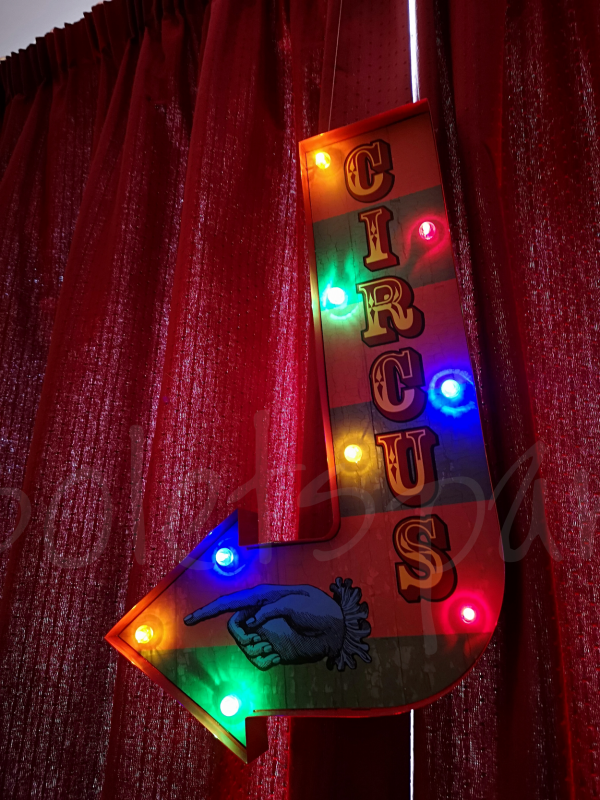 themed-sign-decoration