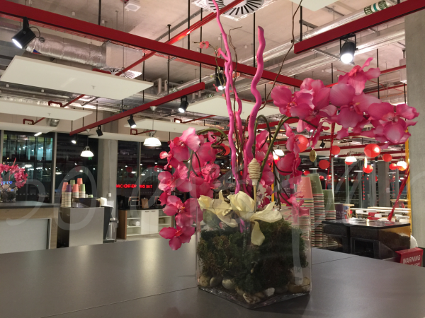 faux-floral-table-decoration